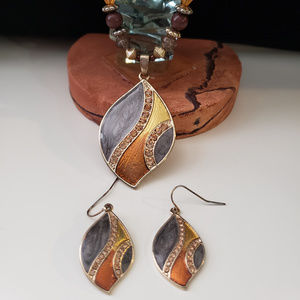 Jewelry - Gray/Gold/Orange necklace and earring set